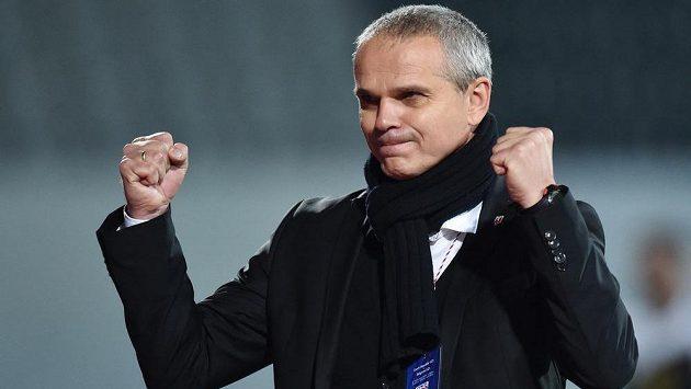 Trenér české jedenadvacítky Vítězslav Lavička se raduje z dalšího vítězství.