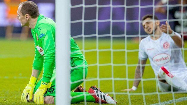 Fotbalisté Düsseldorfu do konce sezony nemohou počítat s českým brankářem Jaroslavem Drobným.