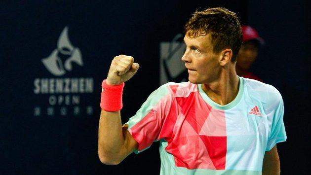 Vítězné gesto Tomáše Berdycha na turnaji v Šen-čenu.
