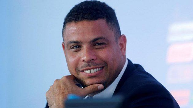 Bývalý hvězdný brazilský fotbalista Ronaldo se oficiálně stal majitelem Realu Valladolid.