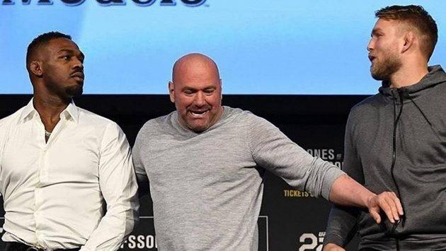 Jon Jones (vlevo) a Alexander Gustafsson. Jak dopadne jich bitva?