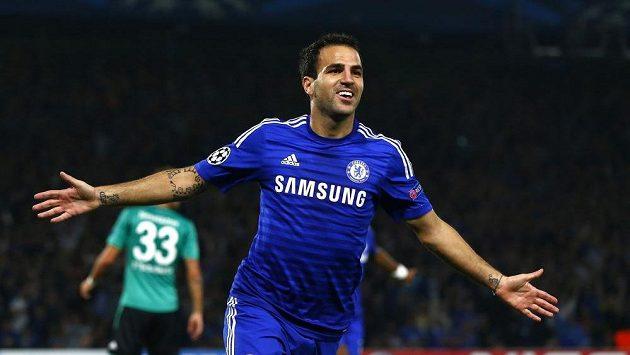 Záložník Chelsea Cesc Fábregas slaví gól.