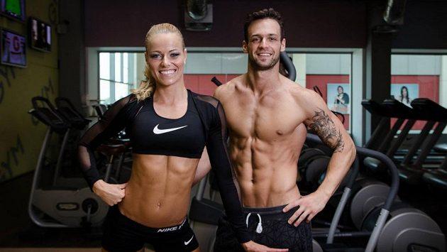 Eva Havelková s partnerem na cvičení.