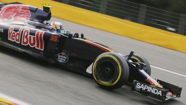 Nizozemský mladík Max Verstappen byl nejrychlejším pilotem úvodního tréninkového dne před Velkou cenou Belgie formule 1.