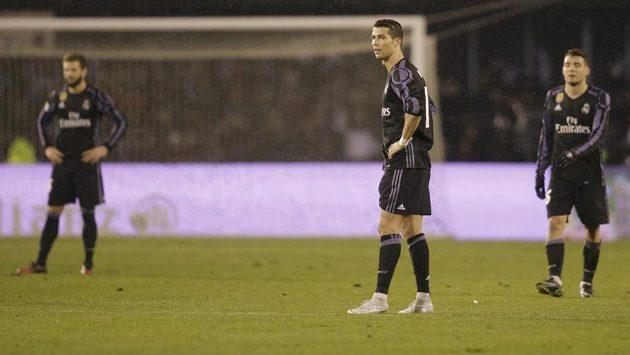 Zklamaní fotbalisté Realu Madrid v čele s Cristianem Ronaldem.