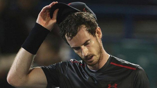 Andy Murray kvůli přetrvávajícím potížím s kyčlí odřekl start na Australian Open.