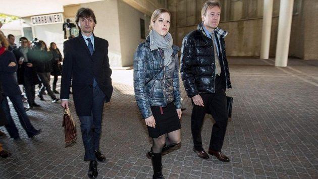 Italská krasobruslařka Caroline Kostnerová (uprostřed) se vrátí na led po dopingovém trestu.