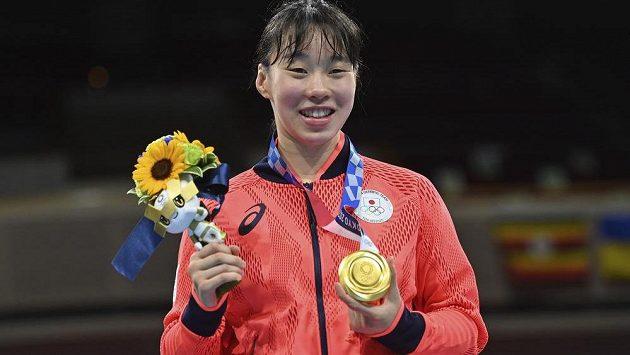 Japonka Sena Irieová získala zlatou medaili ze ženského boxu v historii.