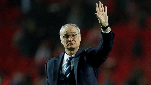 Kouč Claudio Ranieri v Leicesteru skončil. Pohádkový příběh z minulé sezóny, kdy klub slavil titul, měl pro něj špatný konec. Byl vyhozen. S klubem se ale rozlučil jako šampión.