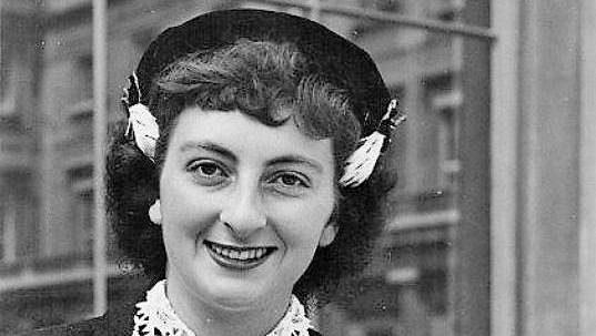 Ve věku 90 let zemřela někdejší krasobruslařská hvězda Britka Jeanette Altweggová.
