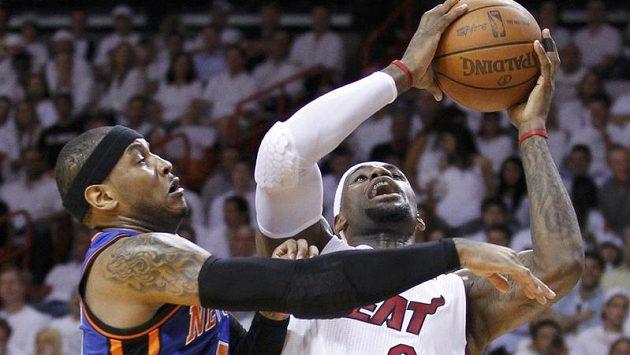 V dresu Miami zářil jako obvykle LeBron James (vpravo).