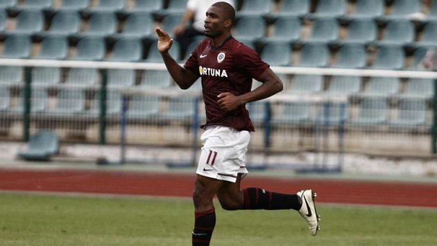 Leonard Kweuke slaví gól.