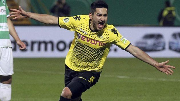 Dortmundský hrdina Ilkan Gündogan se raduje z rozhodující trefy v semifinále poháru. Pak přišlo drsné vystřízlivění.