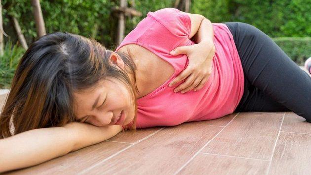 Běhání v parku málem stálo mladou ženu život. (ilustrační foto)