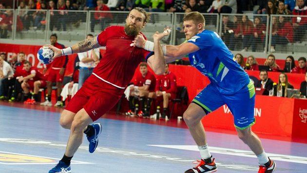 Pavel Horák překonává slovinskou obranu.