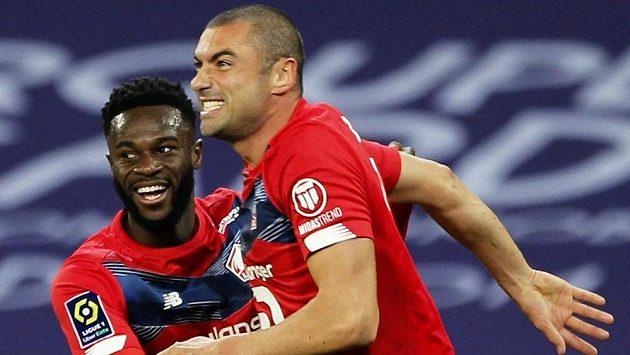 Burak Yilmaz z Lille slaví gól v duelu proti Lens.