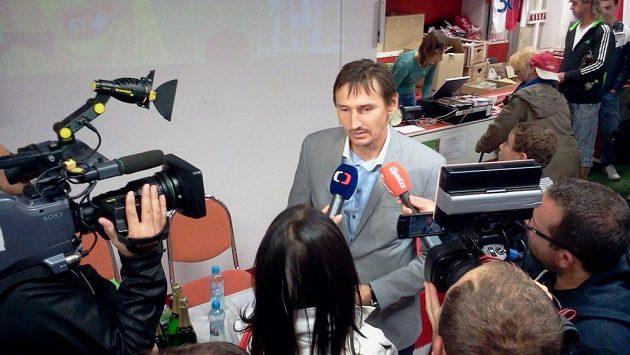 Martin Vaniak při nedávném křtu knihy Čaroděj.