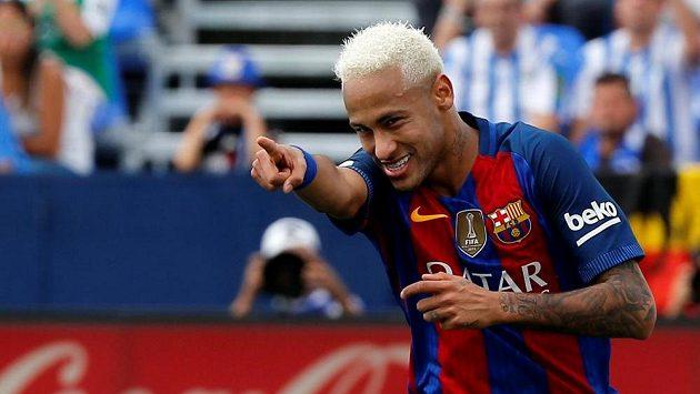 Brazilec Neymar v dresu Barcelony.