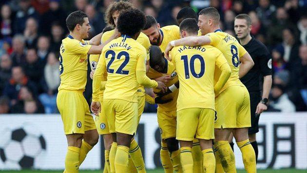 Jeden z fanoušků Chelsea se teď na zápasy Blues hodně dlouho na vlastní oči nepodívá. Dostal trest od soudu.