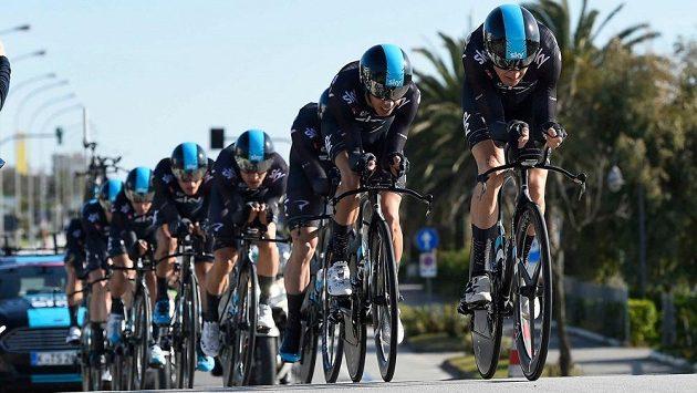 Jezdci týmu Sky při časovce na Tirreno-Adriatico.
