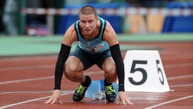 Běžec Pavel Maslák na startu závodu 400 m v rámci Memorialu Josefa Odložila v Praze.