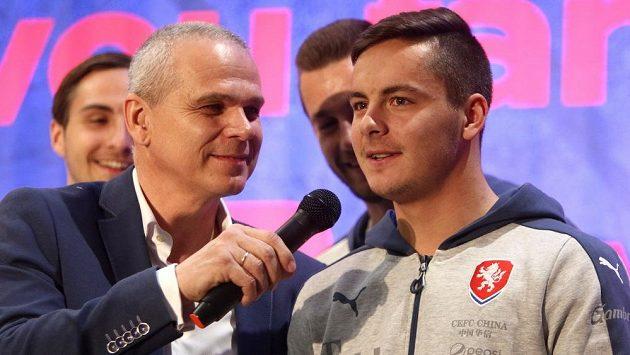 Trenér Vítězslav Lavička jako moderátor! Odpovídá Daniel Holzer.