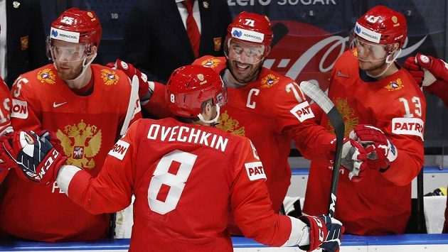 Ruský útočník Alexandr Ovečkin slaví v duelu s itálií svůj první gól na MS v Bratislavě.