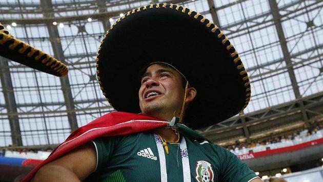 Jeden z mexických fanoušků po utkání s Německem.
