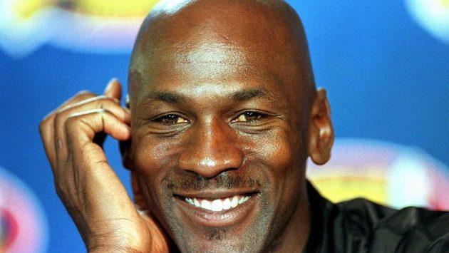 Michael Jordan na archivním snímku.