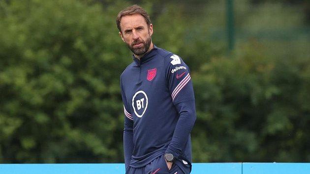 Kouč Anglie Gareth Southgate na tréninku před zápasem s Českou republikou.