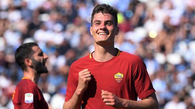 Útočník AS Řím Patrik Schick slaví gól proti SPALu.