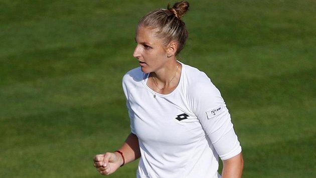 Senzace! Souboj sester Plíškových vyhrála v Birminghamu Kristýna, světovou trojku Karolínu zdolala 6:2, 3:6, 7:6 a ve čtvrtfinále ji čeká Barbora Strýcová.
