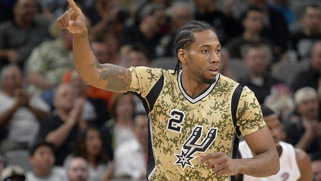 San Antonio Spurs forward Kawhi Leonard celebrates a 3-point basket during the first half of an NBA basketball game against the Miami Heat, Wednesday, March 23, 2016, in San Antonio. (AP Photo/Darren Abate)