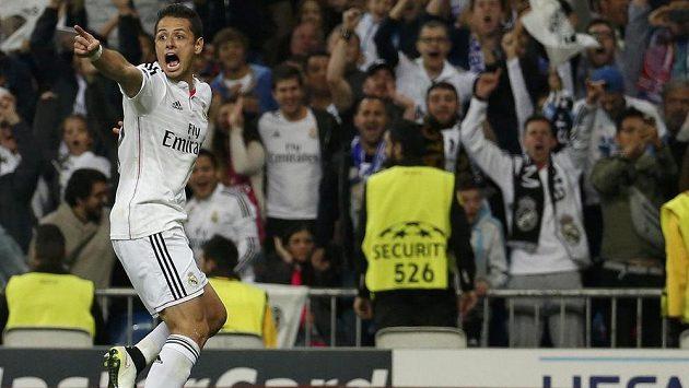 """Javier """"Chicharito"""" Hernández slaví svůj postupový gól během středeční odvety čtvrtfinále Ligy mistrů."""