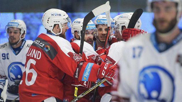 Pardubice budou muset nastoupit k úternímu utkání v Karlových Varech s juniory.