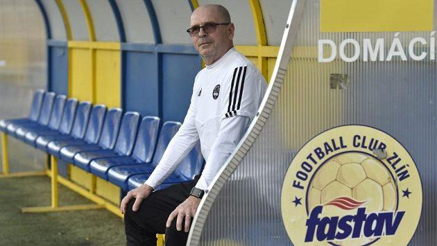 K fotbalistům Zlína se vrátil trenér Bohumil Páník, na obnovenou premiéru na ligové scéně si ale musí počkat.