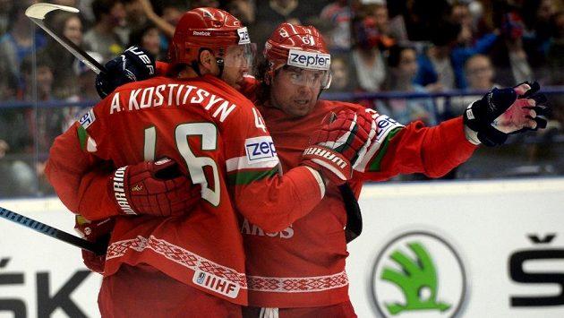 Útočníci Běloruska Andrej Kosticyn a Andrej Stěpanov (vpravo).