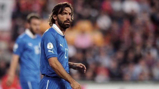 Italský záložník Andrea Pirlo.