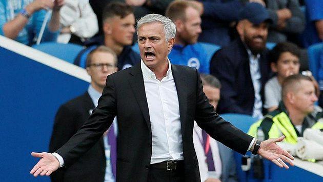 Manažer Manchesteru United José Mourinho možná bude brzy balit, nahradit jej má podle médií Zinédine Zidane.