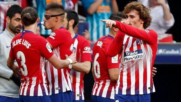 Fotbalisté Atlética Madrid vyhráli díky gólu Thomase Lemara z 85. minuty 1:0 nad Eibarem a udrželi šanci na zisk španělského titulu.