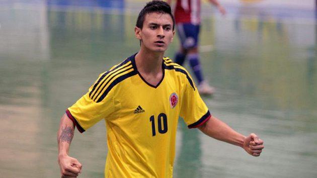 Futsalovou Spartu posílil kolumbijského míčového kouzelníka a kapitána tamní reprezentace. Rudý dres bude oblékat Angellot Caro.