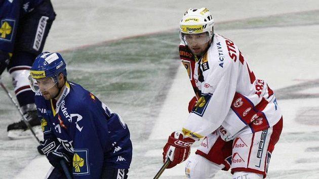 Rudolf Huna (vlevo) se vrací do Vítkovic.