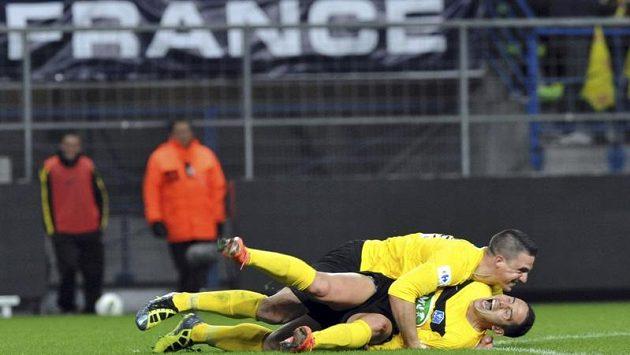Fotbalisté US Quevilly se radují z postupu do finále.