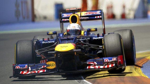 Sebastian Vettel na trati ve Valencii.