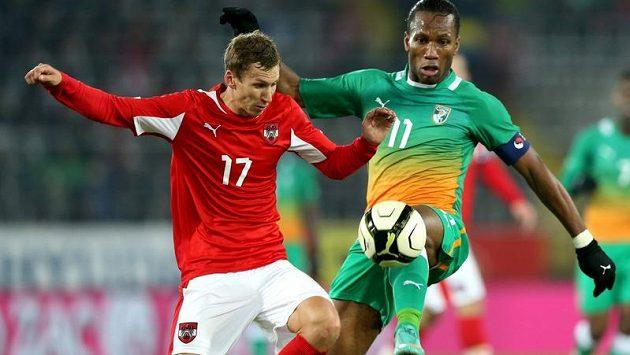 Fotbalista Šanghaje Didier Drogba (vpravo).