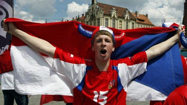 Český fanoušek ve Vratislavi s dresem Milana Baroše.