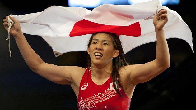 Saori Jošidaová slaví na MS v Las Vegas titul v kategorii do 53 kg.