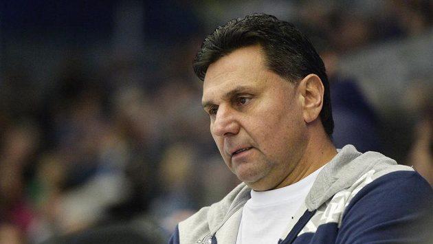 Pánové, co s tím provedeme, jako by se ptal trenér Chomutova Vladimír Růžička.