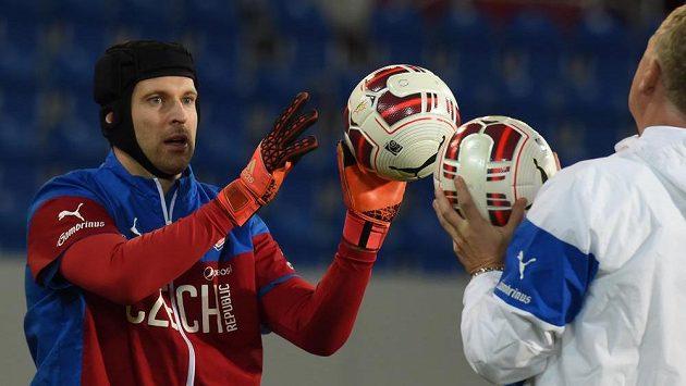 Brankář Petr Čech během tréninku národního týmu před přípravným zápasem se Srbskem.