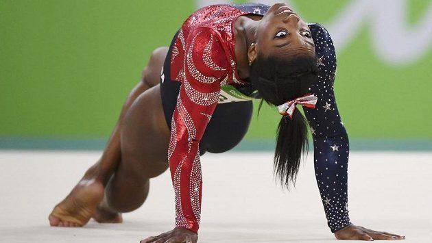 Americká gymnastka Simone Bilesová vyhrála suverénně kvalifikaci víceboje a také prostných, přeskoku a kladiny.